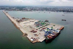 Kapal kargo bersandar di dermaga Pelabuhan Makassar New Port (MNP), Makassar, Sulawesi Selatan. Foto : Bisnis.com